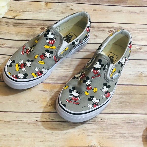 Limited Edition Vans x Disney Classic Slip-on 1e048f6d9